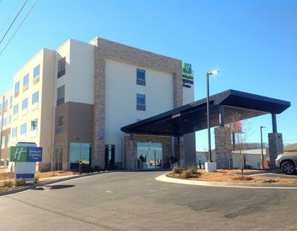 Featured Image | Holiday Inn Express & Suites Tahlequah