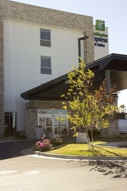 Exterior | Holiday Inn Express & Suites Tahlequah