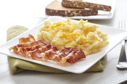 Breakfast Meal | Fairfield Inn & Suites by Marriott Rehoboth Beach