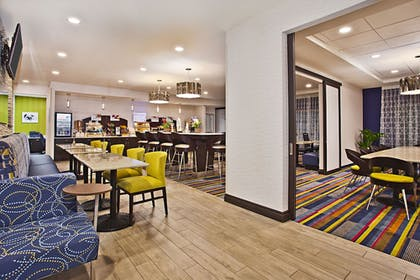 Restaurant | Holiday Inn Express & Suites Ann Arbor West