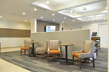 Lobby Sitting Area   Holiday Inn Express & Suites Price