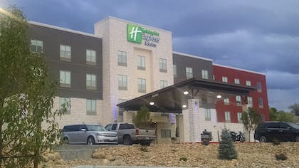 Featured Image   Holiday Inn Express & Suites Price
