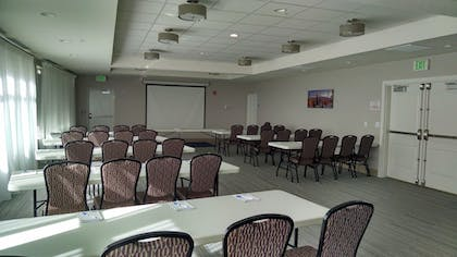 Meeting Facility   Holiday Inn Express & Suites Price