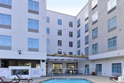Exterior | Holiday Inn Express & Suites San Diego - Mission Valley