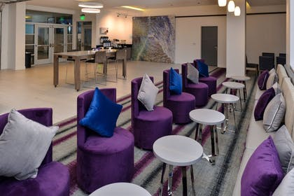 Lobby | Holiday Inn Express & Suites San Diego - Mission Valley