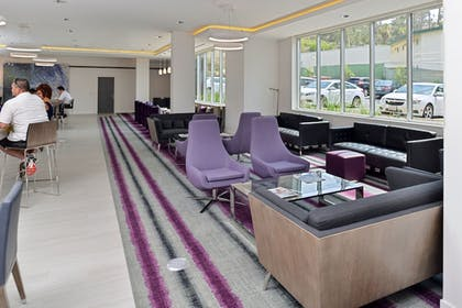 Lobby Lounge | Holiday Inn Express & Suites San Diego - Mission Valley