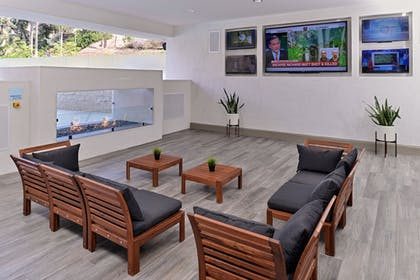 Terrace/Patio | Holiday Inn Express & Suites San Diego - Mission Valley