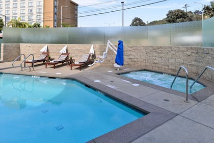 Outdoor Spa Tub | Holiday Inn Express & Suites San Diego - Mission Valley