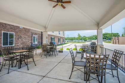 BBQ/Picnic Area | Candlewood Suites Columbia East