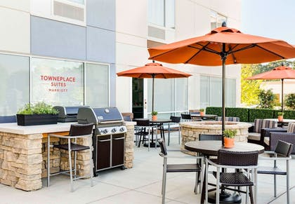 BBQ/Picnic Area | TownePlace Suites by Marriott Gainesville Northwest