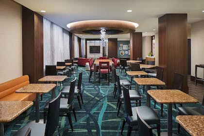 Breakfast Area | Springhill Suites by Marriott Houston Dwntn/Convention Cntr