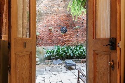 Courtyard View | FRENCH QUARTER MANSION BOUTIQUE HOTEL