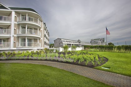 Hotel Front | Anchorage Inn and Resort