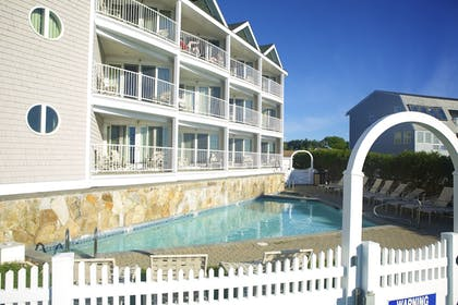 Outdoor Pool | Anchorage Inn and Resort
