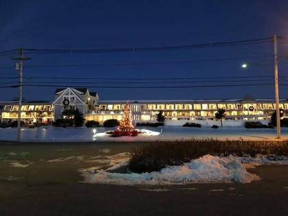 Hotel Front - Evening/Night | Anchorage Inn and Resort