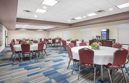 Meeting Facility | Holiday Inn Express & Suites Glasgow