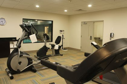 Fitness Facility | Holiday Inn Express & Suites Glasgow