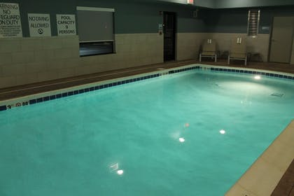 Pool | Holiday Inn Express & Suites Glasgow