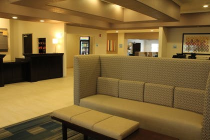 Lobby | Holiday Inn Express & Suites Glasgow