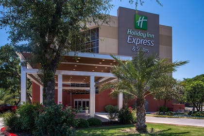 Exterior | Holiday Inn Express & Suites San Antonio Medical-Six Flags