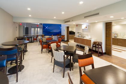 Restaurant | Holiday Inn Express & Suites San Antonio Medical-Six Flags