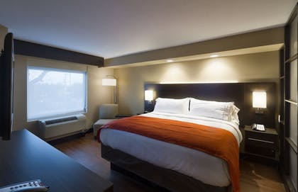 Guestroom | Holiday Inn Express & Suites San Antonio Medical-Six Flags