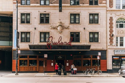 Hotel Entrance | Freehand Chicago
