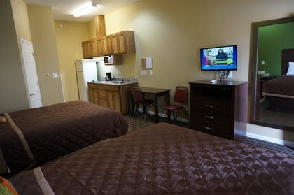 Guestroom   The Bungalows Hotel & Event Center