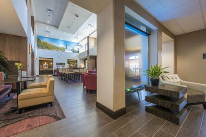 Lobby Sitting Area | Hampton Inn & Suites Phoenix/Tempe