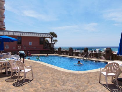 Outdoor Pool | The Driftwood Lodge