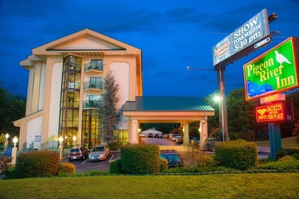 Hotel Front | Pigeon River Inn