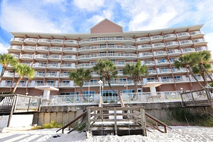 Property Grounds | Palmetto Inn & Suites