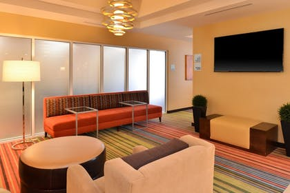 Lobby | Holiday Inn Express & Suites New Martinsville