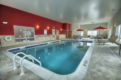Pool | Holiday Inn Express & Suites New Martinsville