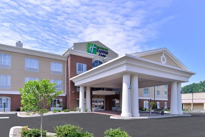 Exterior | Holiday Inn Express & Suites New Martinsville
