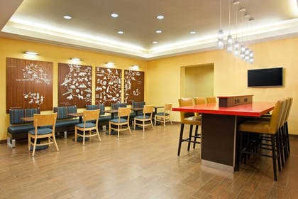 Breakfast Area | TownePlace Suites by Marriott Carlsbad