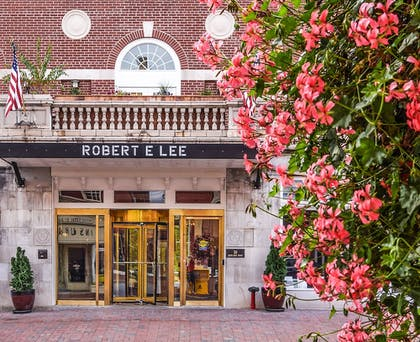 Featured Image | Robert E Lee Hotel