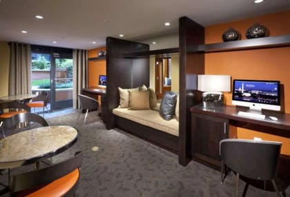 Business Center   Global Luxury Suites at The Convention Center