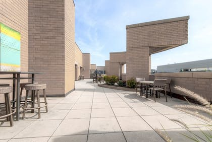 BBQ/Picnic Area   Global Luxury Suites at The Convention Center