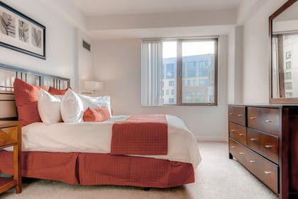 Guestroom | Global Luxury Suites at Kendall Square