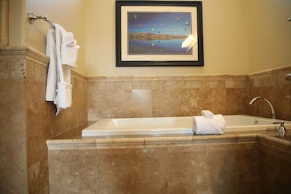 Jetted Tub | Carter Estate Winery and Resort