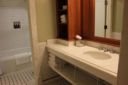 Bathroom | Lake Hotel and Cottages - Inside the Park