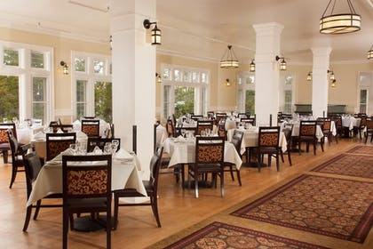 Restaurant | Lake Hotel and Cottages - Inside the Park