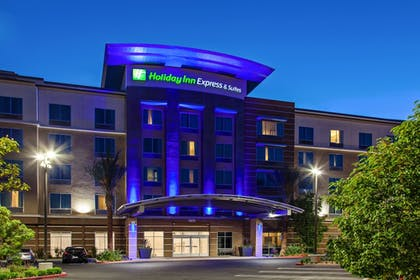Featured Image | Holiday Inn Express & Suites Anaheim Resort Area