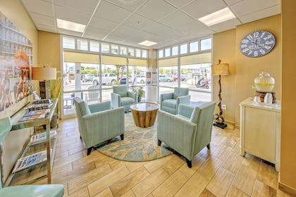 Lobby Sitting Area | Commander Hotel & Suites