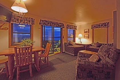 Living Area | Franciscan Lakeside Lodge
