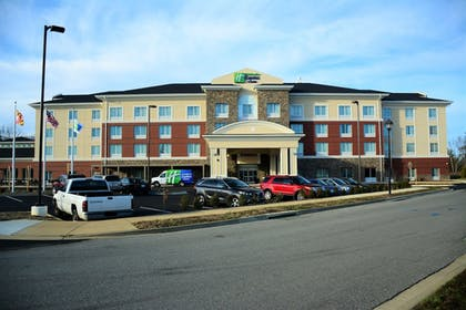 Featured Image | Holiday Inn Express & Suites Lexington Park-California