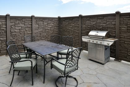 BBQ/Picnic Area | Best Western Plus Fort Stockton Hotel