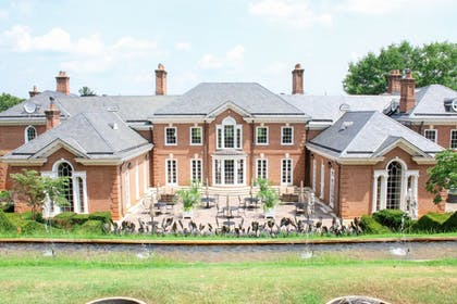 Courtyard View | Albemarle Estate at Trump Winery
