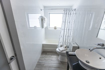Bathroom | Seaside All Suites Hotel, a South Beach Group Hotel